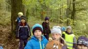 Děti ze 3. třídy na houbách. Hledaly, hledaly a našly.
