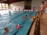 V bazénu hry a plavání z vody strach zahání